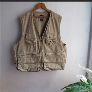 Nice Gap vest with plant of pockets